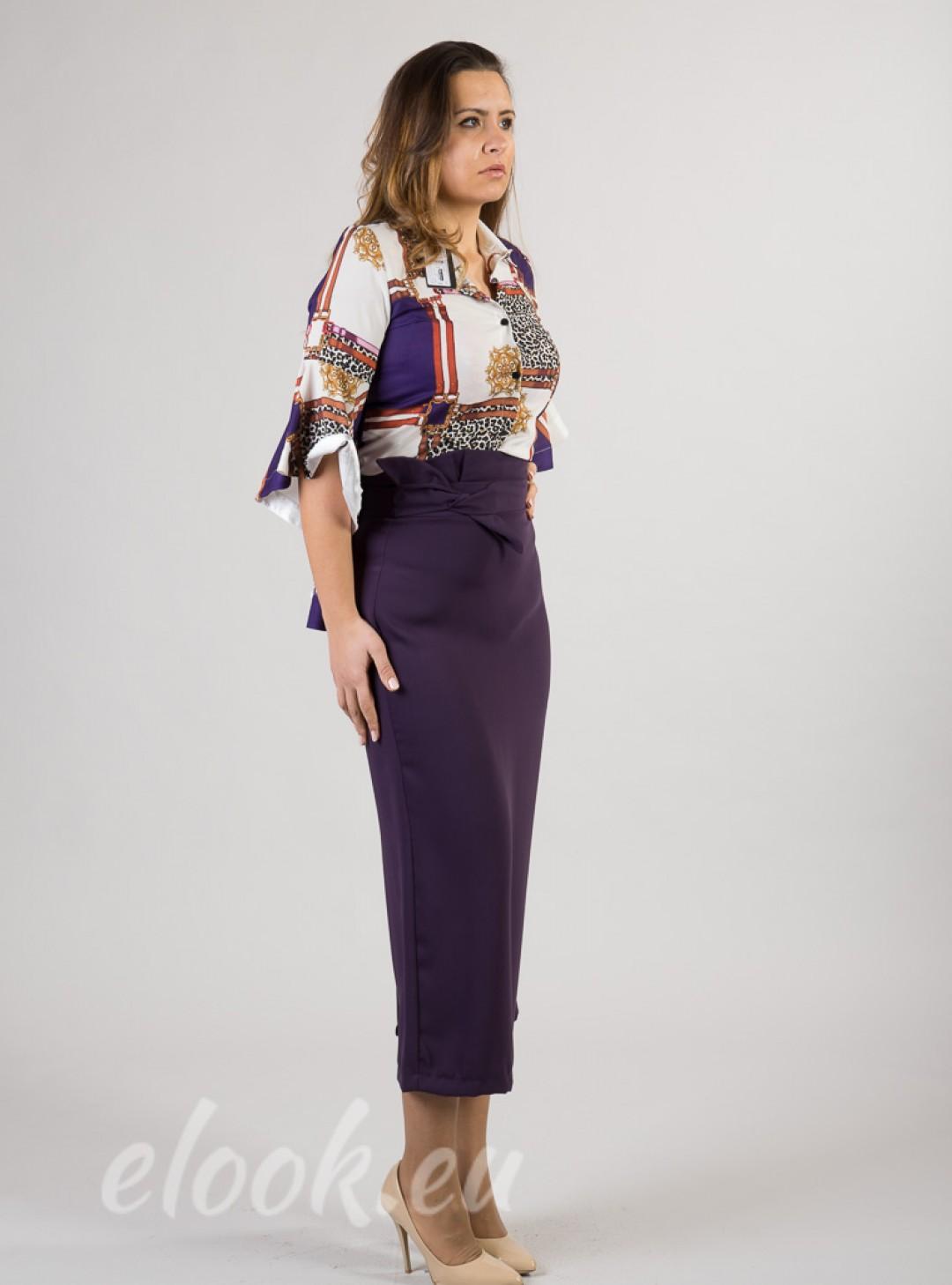 Long narrow skirt with a high ...