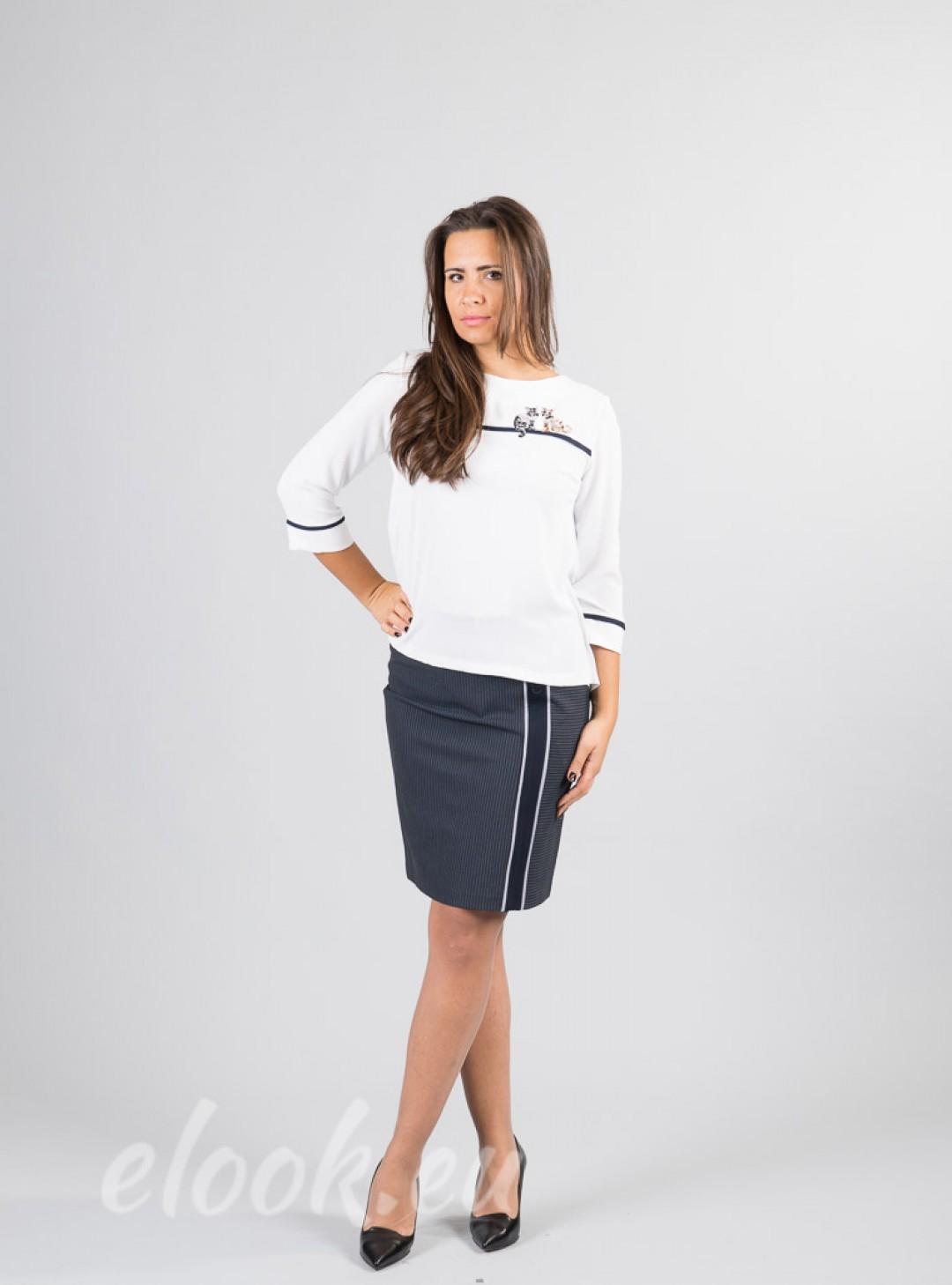 Elegant blouse with garniturao...