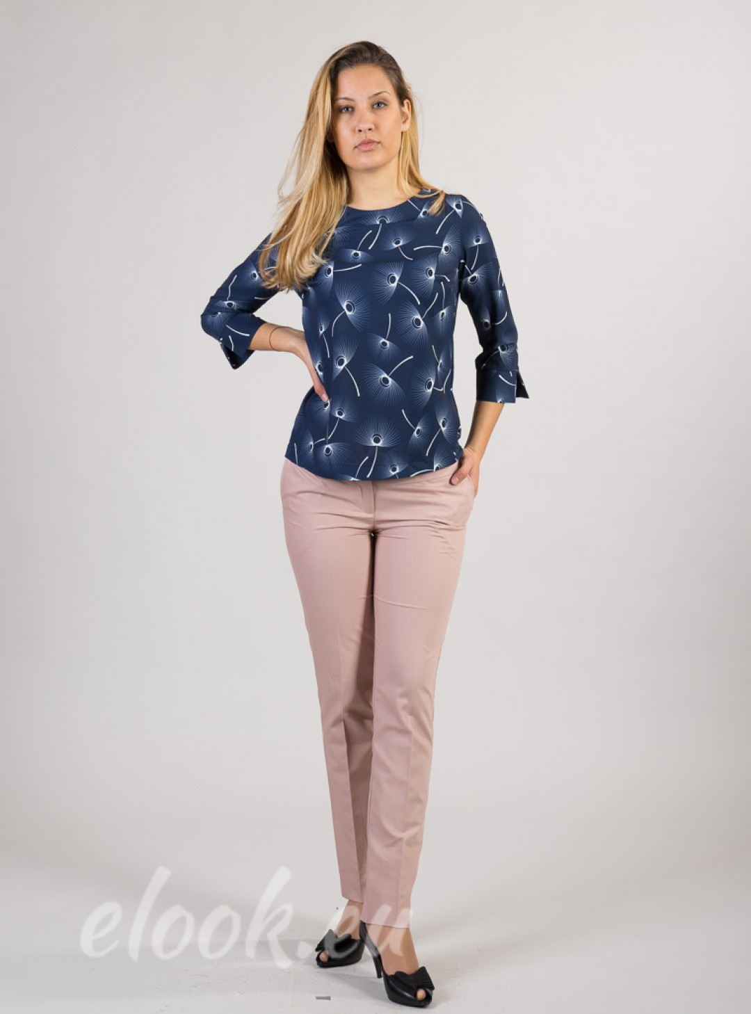 Blouse with a print motif of s...