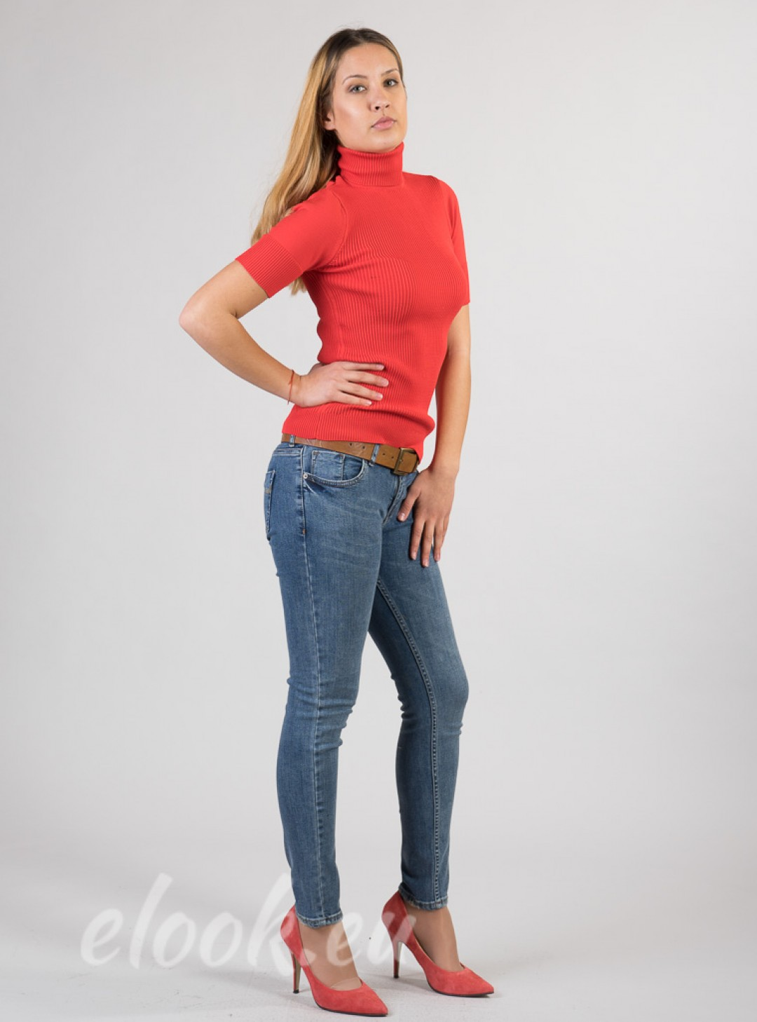 Classic Slim-fit jeans. Includ...