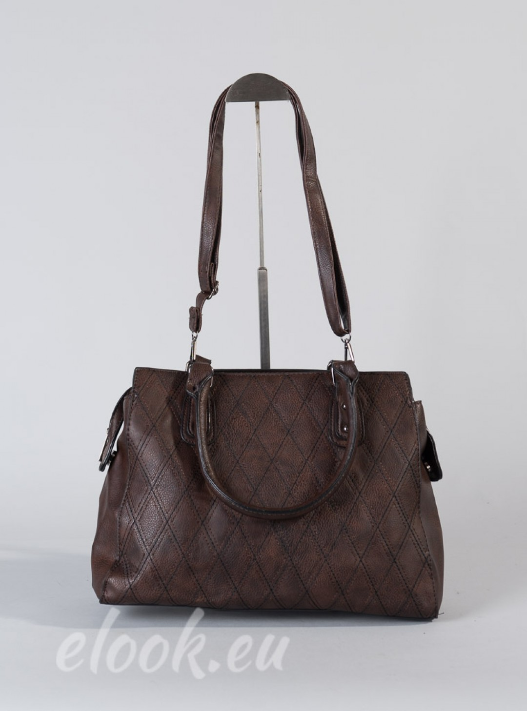 Elegant bag with diamond decor...