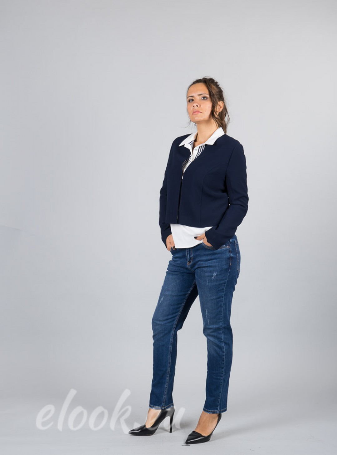 Short jacket with a neck-type ...