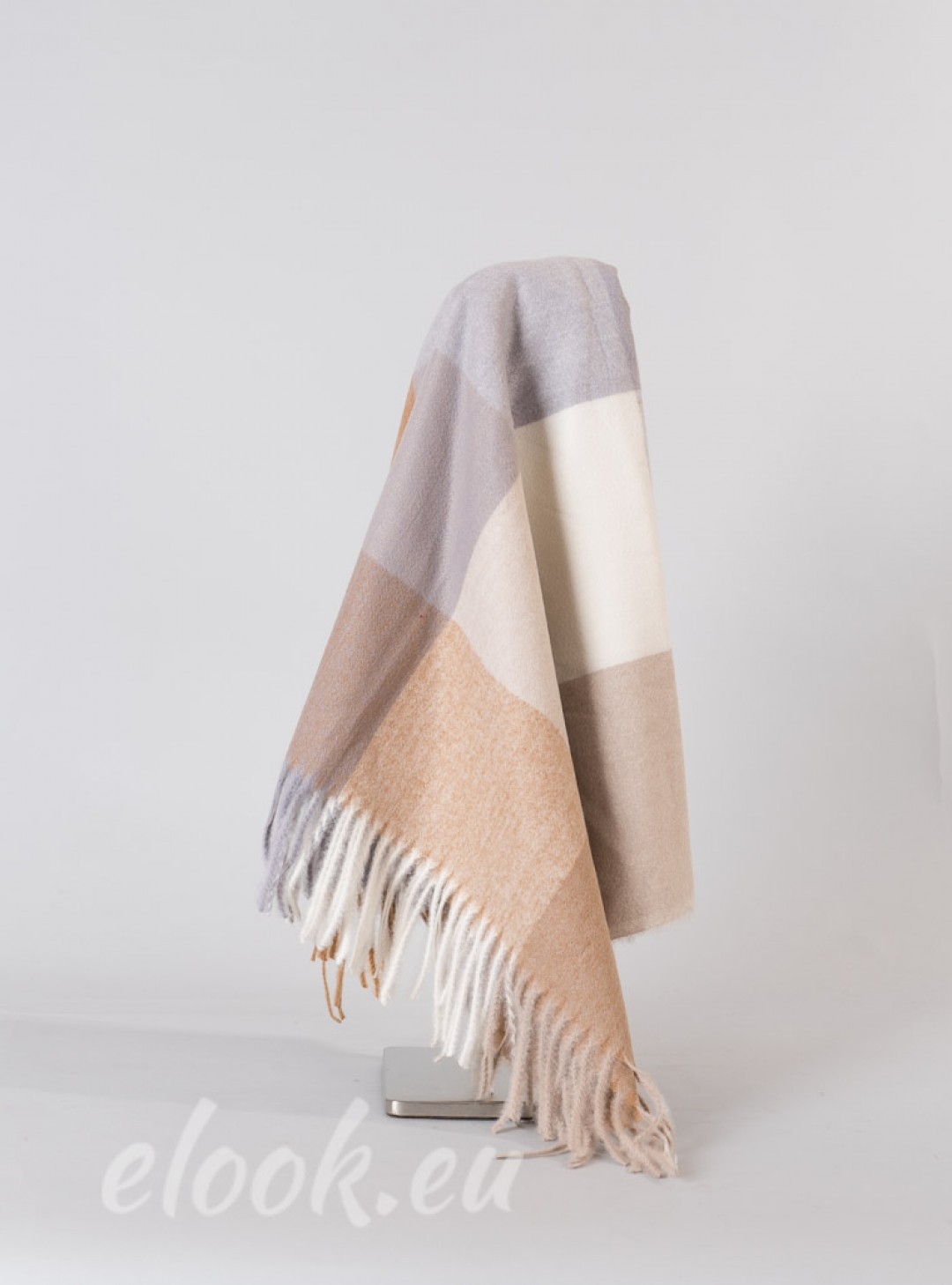 Scarf in the colors of large s...