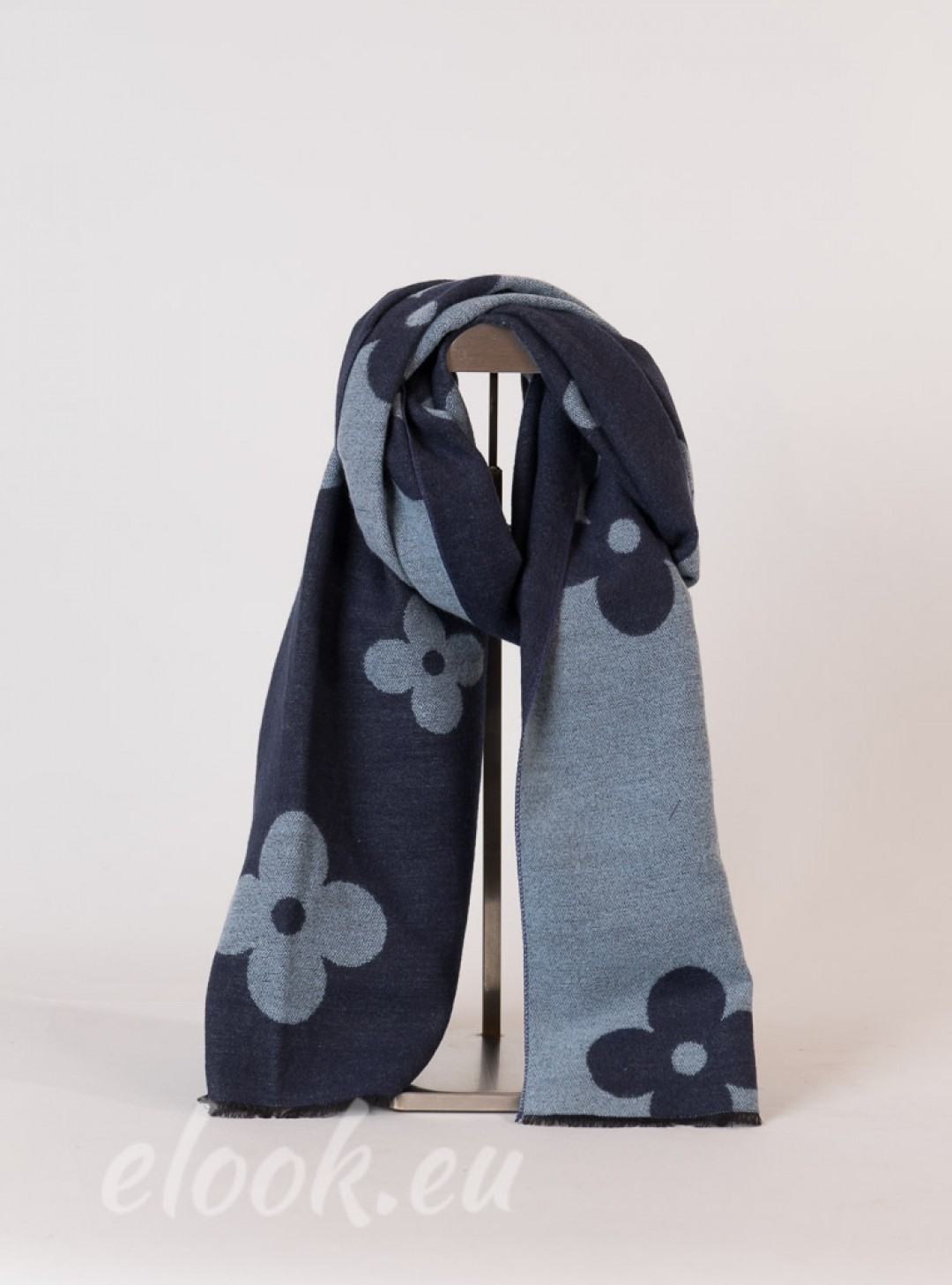 Scarf with rectangular shape a...